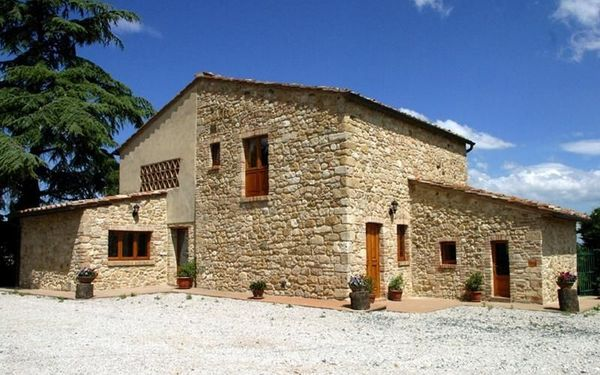Properties in San Gimignano, near the sea at low cost in rubles 2016